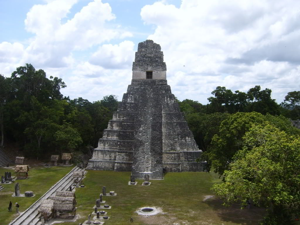 MAYA SPLENDOR. A journy to the past and present